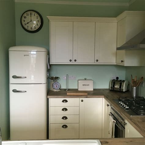 Dulux Paint For Kitchen Cabinets Kitchen Benchmarx Oxford Cabinets Laminate Wood Effect Worktop Dulux Willow Tree Walls