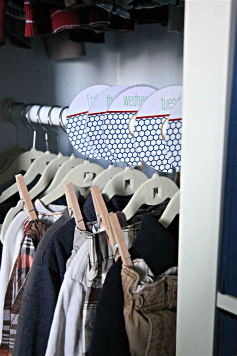 organizing shirts in closet iheart organizing conquering clothing clutter kid s closet