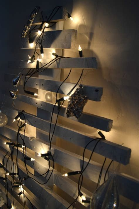 Christmas Decorations Presents That Light Up by Diy Christmas Tree L Pallet Christmas Tree