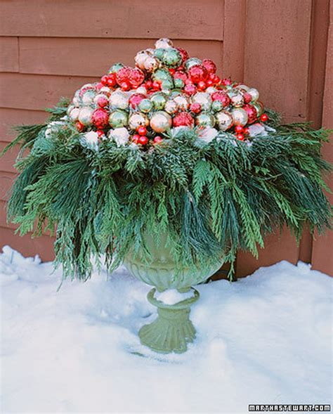 images of christmas urns decorating with urns christmas edition fox hollow cottage