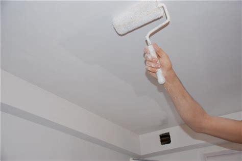 peindre le plafond enduire et repeindre murs et plafonds