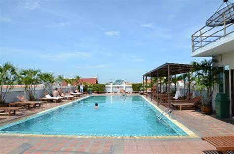 rambuttri inn plaza rooftop swimming pool picture of rambuttri inn