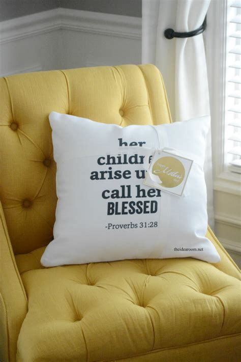 Pillows For Mothers by Shutterfly S Day Pillow With Printable The Idea Room