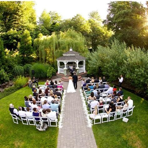 Small Backyard Wedding Ceremony Ideas 1000 Ideas About Small Wedding On Small Weddings Small Wedding Ceremonies And