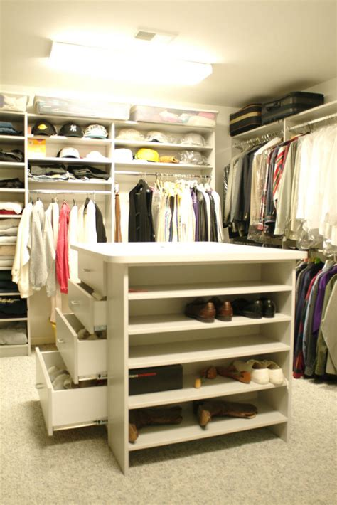 Walk In Closet With Center Island by How To Find The Best Walk In Closet Builder In New Jersey