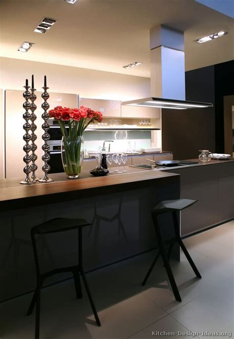 Modern Kitchen Island With Seating A Modern Luxury Kitchen With An Island Table
