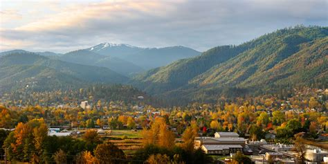 superb The Best Small Towns In America #4: Oct_slideshow_Ashland_2000x1000.jpg