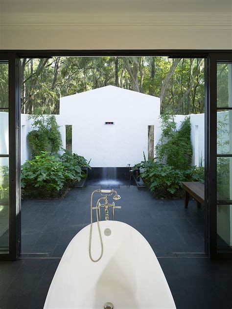 Outdoor Bathroom by 23 Amazing Inspirations That Take The Bathroom Outdoors