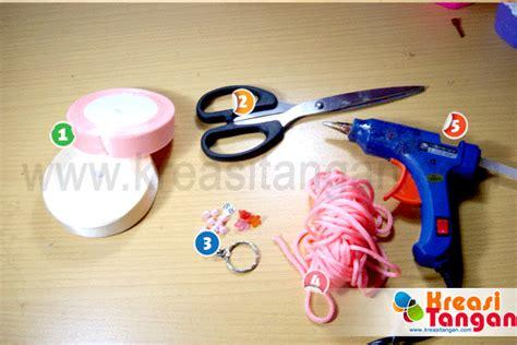 gambar cara membuat gantungan kunci dari tali sepatu tutorial cara membuat gantungan kunci dari pita kreasi