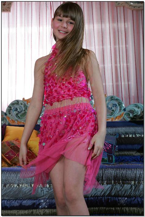 Lane Model | lane model tv pinkskirt 048 modelblog