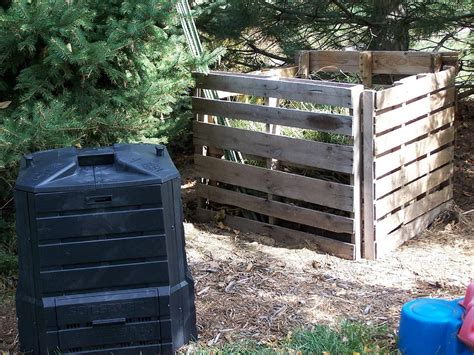 How To Compost At Home by How To Compost At Home Bins Kitchen Composters And Tumblers