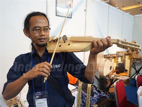 Obeng Dok laku dibeli kolektor hingga menteri gitar bambu adang