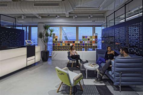 inside palantir s stylish tel aviv office officelovin