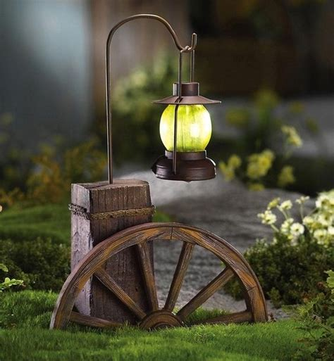 solarlichter garten western wagon wheel with solar lighted lantern outdoor