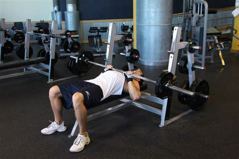 bench press demonstration up your chest