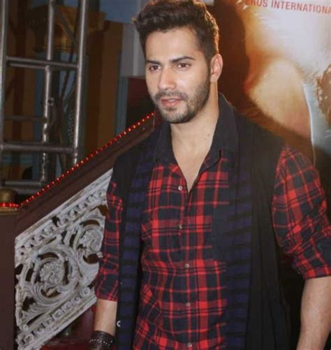 varun dhawan hair cutting name varun dhawan promote badlapur on the sets of cid chinki