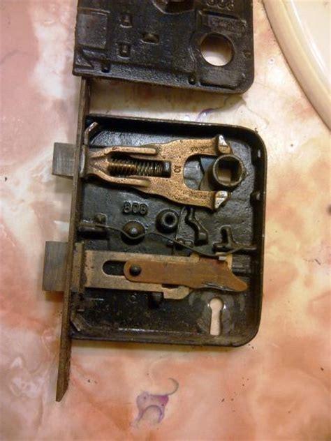How A Bedroom Door Lock Works Need Help With Skeleton Key Lock Doityourself