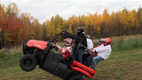 side by side mit eiswürfelbereiter guinness world record wheelie on a utv side by side by