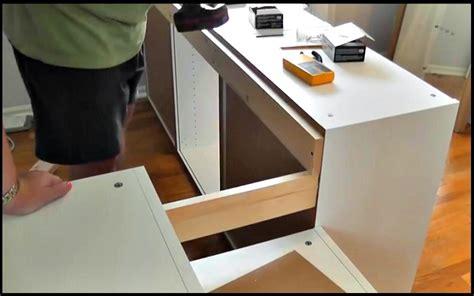 Armoire De Cuisine Ikea by Il Fabrique Un Lit D Ado Avec Des Armoires De Cuisine Ikea
