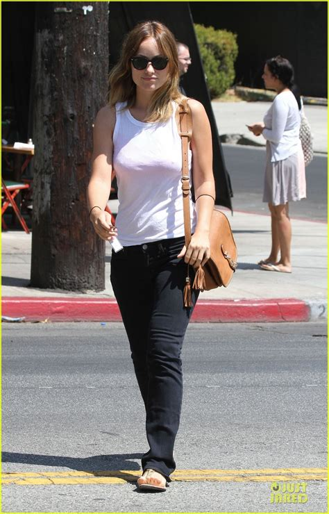 olivia wilde coffee run with paco 04 view image olivia wilde paco starts the day photo 2704198 olivia