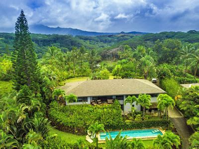 Amazing Ocean And Valley Views From This Kauai Luxury Home Kauai Luxury Homes
