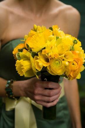black tulip event floral design daffodils
