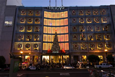 best decorated holiday houses san francisco 9 best decorated stores for the holidays in san francisco kid 101