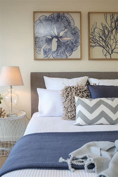 shabby chic coastal beach style htons master bedroom waffle bedding navy blue throw rug