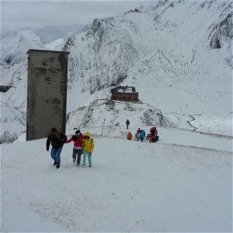 carpe enel da casa trenta turisti sorpresi dalla neve in scarpe da ginnastica