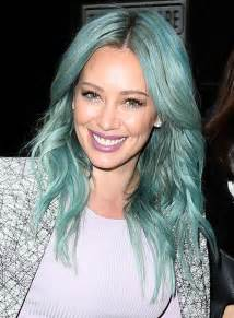 hilary duff s new turquoise hair love it or it my10online my10online