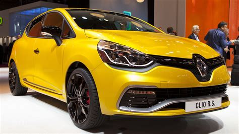 renault clio rs renault clio 4 rs 200 scooped in paris autoevolution
