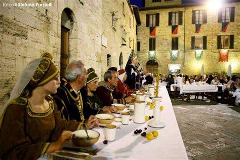 banchetti medievali a ciascuno il suo ma tutti figli dello stesso dio
