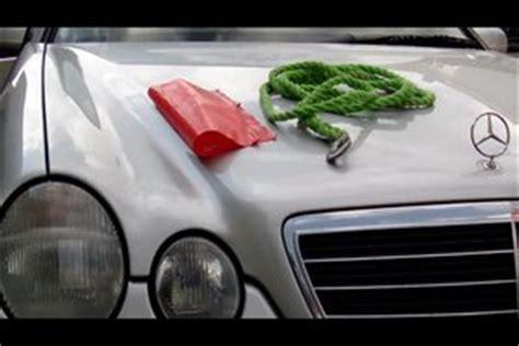 Auto Fussmatten Entsorgen by Auto Abschleppen Mit Seil Und Warnblinkern So Geht S