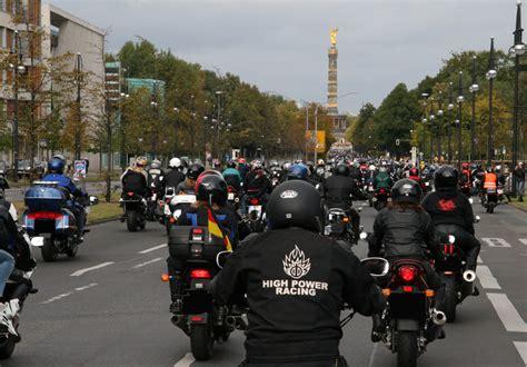 Motorrad Fahren Um Berlin by Berlin Mit Dem Motorrad Besichtigen