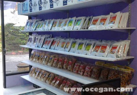 Kerupuk Buah Mangga Ocegan toko oleh oleh www menone