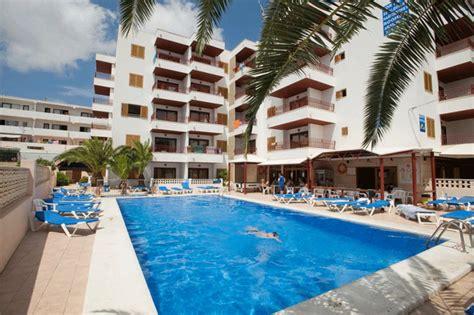 apartamentos apartamentos poseidon  playa den bossa ibiza