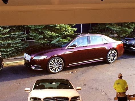 new lincoln continental pics 2017 lincoln continental new photos of production model