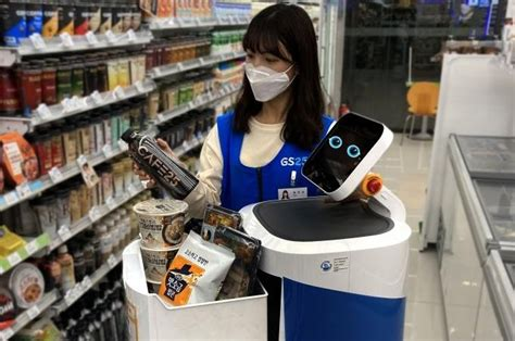 south korean convenience store chain  offer robot