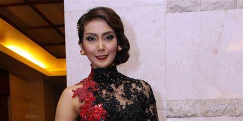 Model Rambut Fenita Arie by Til Terbuka Fenita Arie Dikomplain Suami Kapanlagi