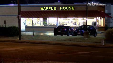 waffle house brawl employee attacked by customers who