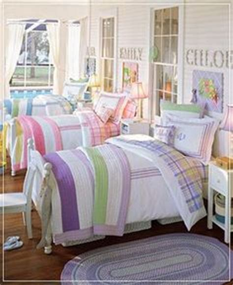 triplets in their bedroom 1000 images about twin triplet bedrooms on pinterest