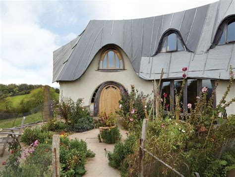 grand designs ed  rowena waghorn share  eco  build story   big straw bale