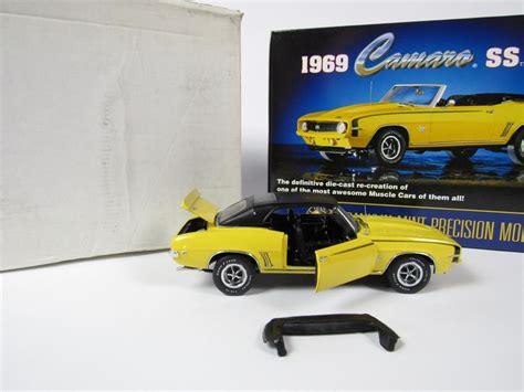 camaro ss  franklin mint  scale diecast model