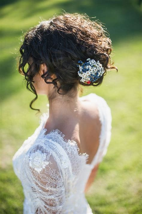 Wedding Hair Up Curls by 33 Modern Curly Hairstyles That Will Slay On Your Wedding