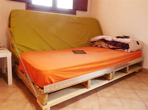 Diy Sofa Bed Diy Pallet Sofa Bed 99 Pallets