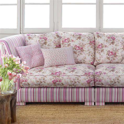 sofas tapizados en tela ambientes con telas de flores y en rosa villalba