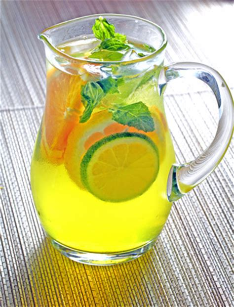 Adding Sparkling Water To Tea - sparkling iced tea with lemon cucumber and mint