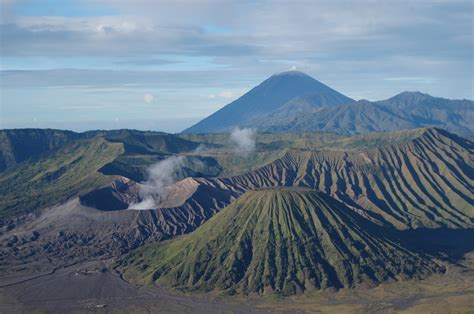 wisata gunung bromo mount bromo sits in the middle of a vast plain called the