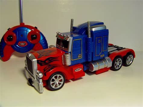 Mainan Rc Autobots transforming rc optimus prime remote robot