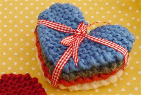 crochet valentines day how to make knitted coasters mollie makes
